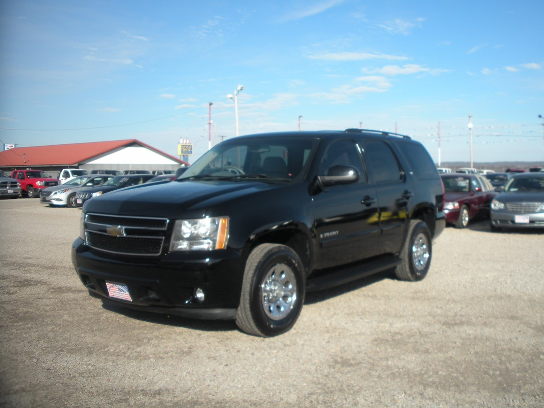 N741 2008 chevrolet tahoe lt black v8 at loaded leather 3rd row seat on star running boards 13 950 00